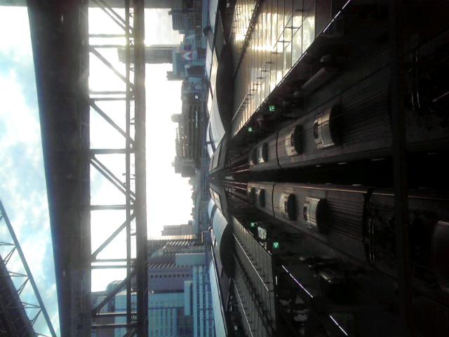 黄昏時の大阪駅